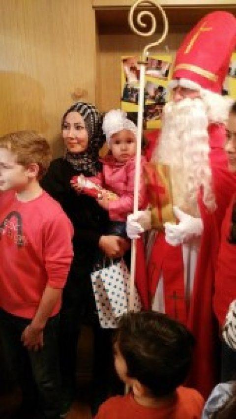 Der Heilige Nikolaus mit Krampus beim Café International
