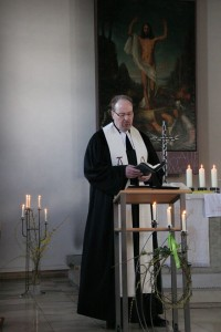 Pfarrer singt