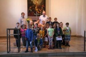 Besichtigung der Kirche von Kindern 037