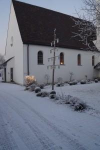 kirche-mit-kirchenbaum
