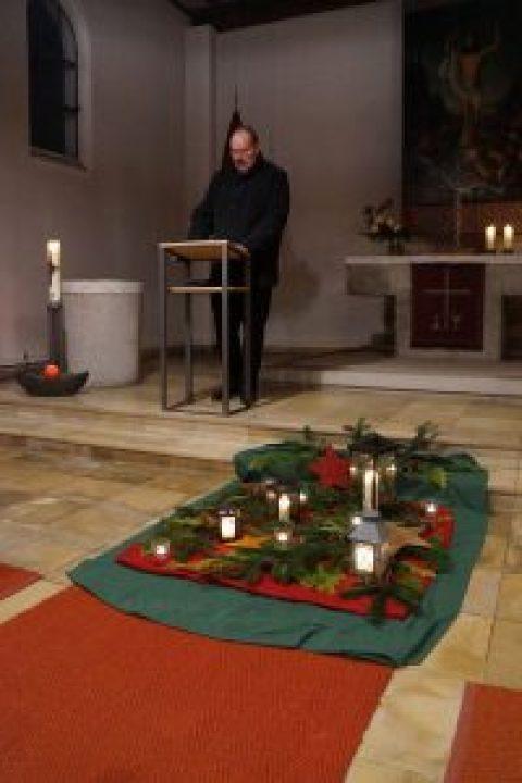 Mitte der Woche – Adventliche Andacht in der Auferstehungskirche
