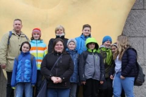 Das Krippenspiel-Team von Neumarkt-St. Veit auf den Spuren der Quelle…