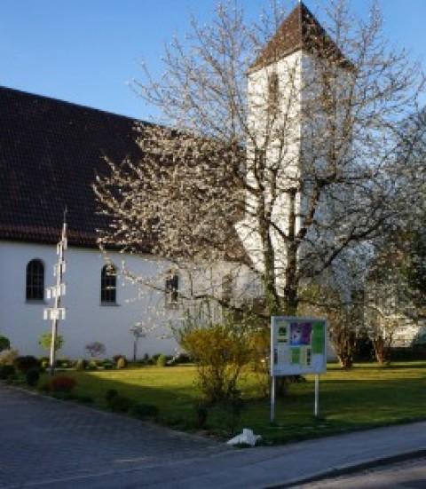 Konfirmation in Töging mit 10 Mädels und 3 Jungs an Christi Himmelfahrt