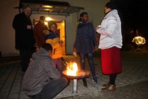 Eröffnung des Lebendigen Adventskalenders an der Auferstehungskirche