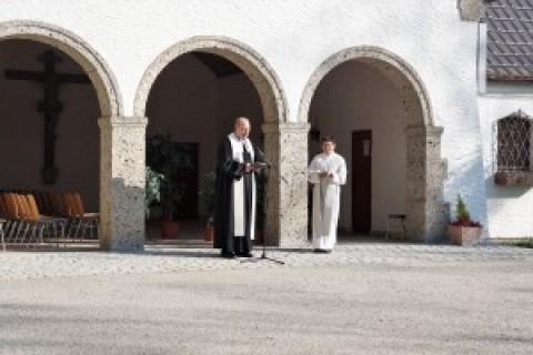 Osterandacht auf dem Töginger Friedhof in Zeiten der Pandemie